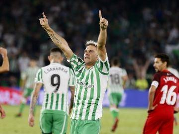 Joaquín celebra su gol contra el Sevilla