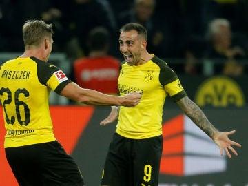 Paco Alcácer celebra su primer gol con el Dortmund