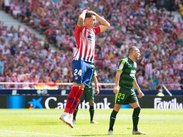 Giménez se desespera en el partido contra el Eibar