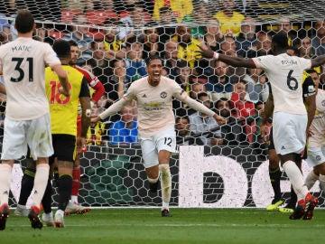 Smalling celebra un gol con el United