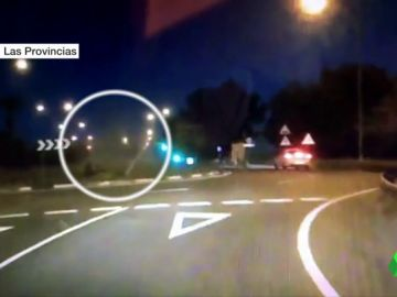 BORRADOR Un coche da varias vueltas de campana por no girar en una rotonda en Ibiza