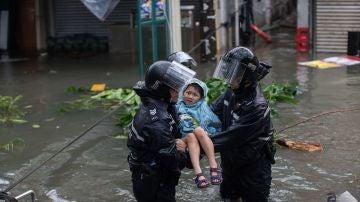 Evacuados por el tifón Mangkhut