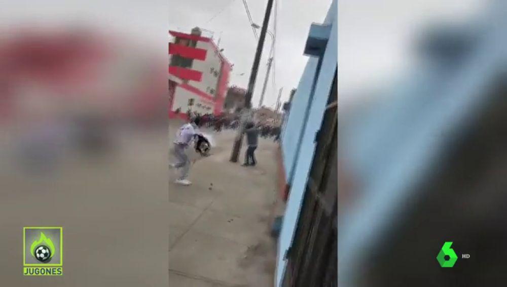 Un tiroteo a las puertas del estadio obligó a suspender el derbi de Perú entre Alianza Lima y Sporting Cristal
