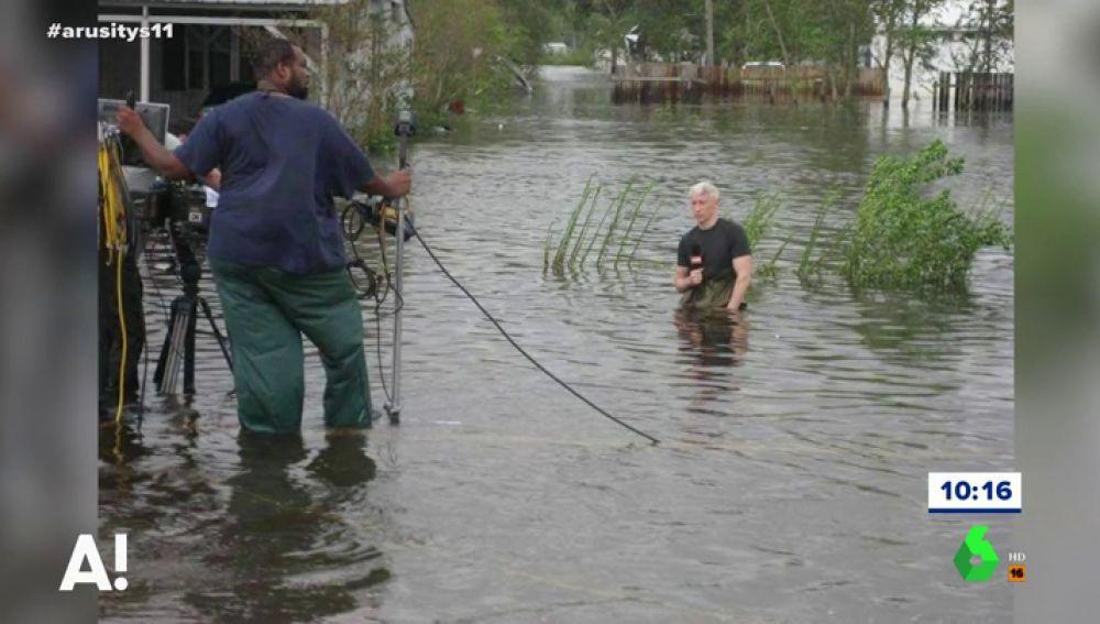 El periodista Anderson Cooper durante una transmisión para la CDN