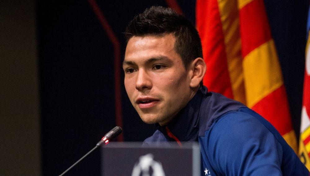 Hirving Lozano, en rueda de prensa en el Camp Nou