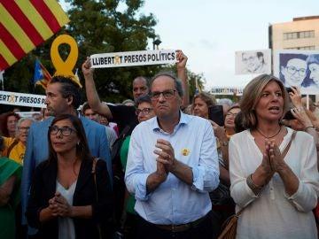 Torra con la alcaldesa de Sant Cugat, Carmela Fortuny, en un acto homenaje a Sànchez y Cuixart