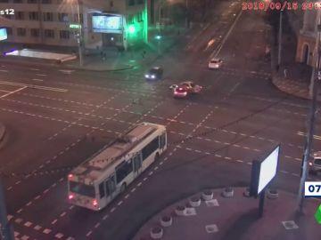 Momento del impacto entre dos vehículos