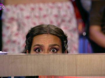 Cristina Pedroche se esconde debajo de la mesa de Zapeando