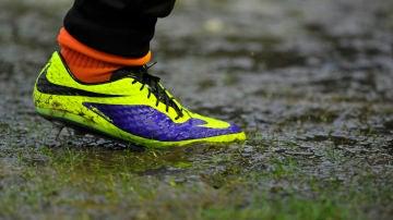 La bota de un jugador de fútbol