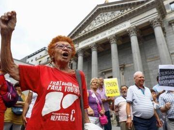 Un grupo de pensionistas frente al Congreso