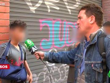Carlos Quílez se desplaza a Barcelona para entrevistar a un grupo de menores migrantes