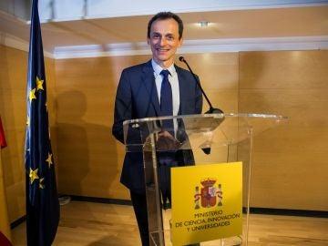 Imagen de Pedro Duque ante los medios