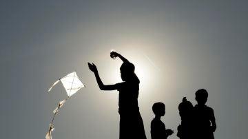 Imagen de archivo de un grupo de niños jugando