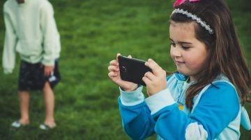 Más de dos horas con los dispositivos móviles afecta a las habilidades cognitivas de los niños