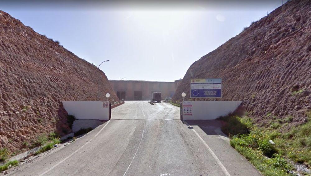 Acceso a la planta de compostaje de Gádor