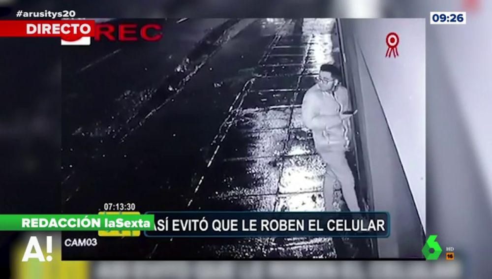 Un joven evita el robo de su móvil
