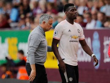 Mourinho y Pogba, durante un partido del Manchester United