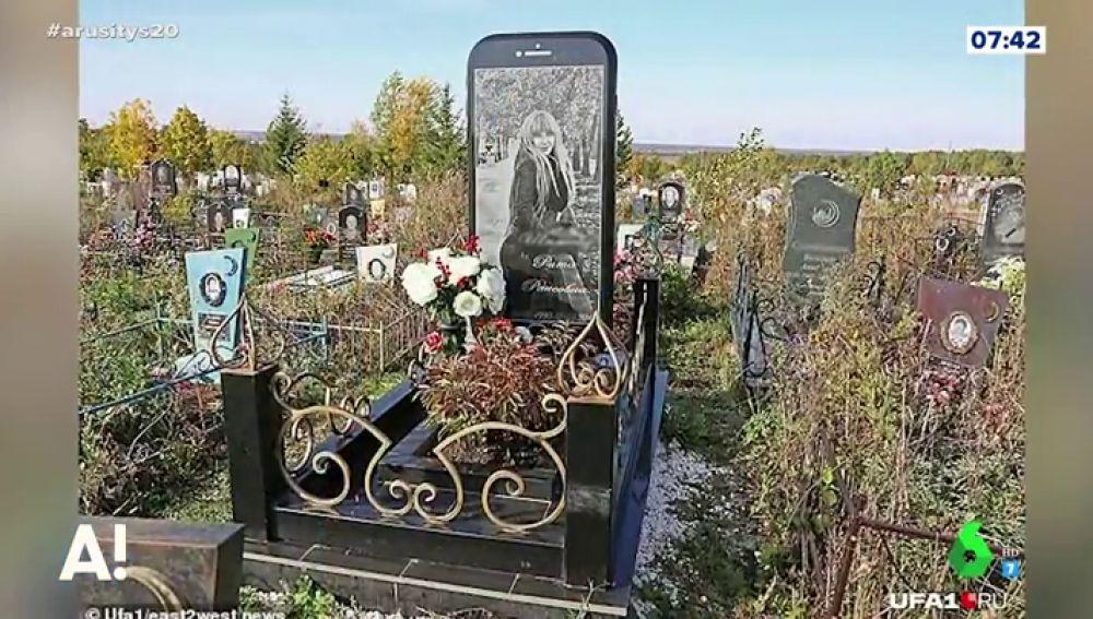 Una lápida en forma de iphone