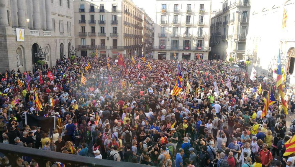 Resultado de imagen de concentracio  a la plaça de Sant Jaume