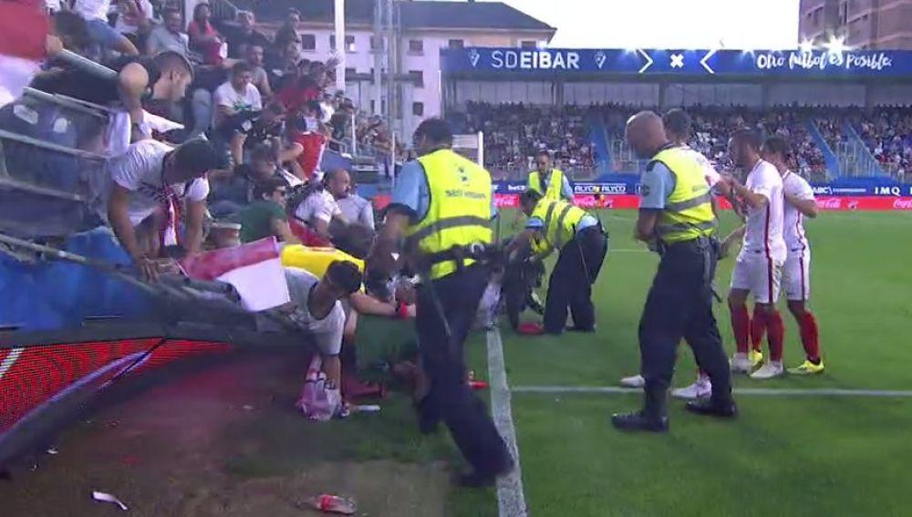Momento en el que la grada de Ipurua se venció tras el gol de Banega