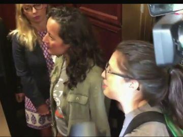 """""""Está permitiendo que alguien que violó a una mujer se siente en el Supremo"""": el reproche de una víctima de Kavanaugh al senador Jeff Flake"""