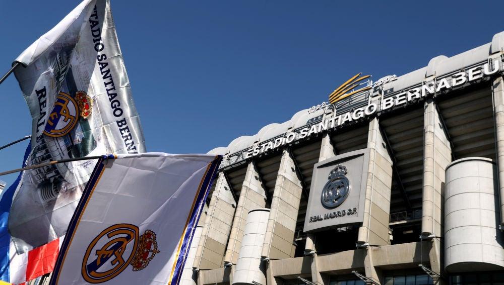 El Santiago Bernabéu, preparado antes del derbi contra el Atlético de Madrid