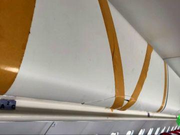 Portaequipajes con cinta aislante, el fuselaje deteriorado... los pasajeros denuncian el mal estado de un avión de 'Air Nostrum'