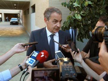 El expresidente del Gobierno, José Luis Rodriguez Zapatero, atiende a los medios de comunicación