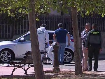 Los investigadores analizan la escena del crimen de Mercedes Martín