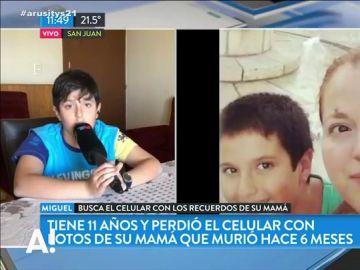 La conmovedora historia de un niño que busca audios de su madre fallecida por un cáncer