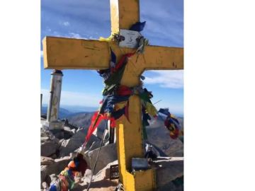 Cruz de la cima del pico Aneto