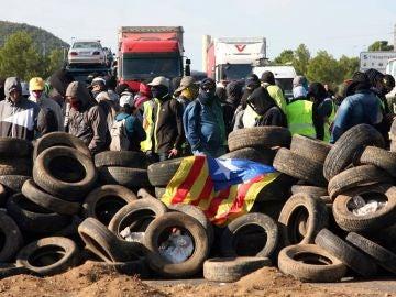 Los CDR cortan la autopista AP7 en el aniversario del 1-O