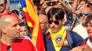 El agresor del policía durante la manifestación de Jusapol, con gafas