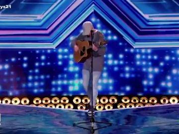La impactante caída de un concursante de 'Factor X' en medio de su actuación: desapareció ante los ojos de todos