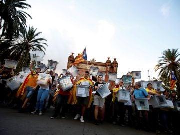 Vista de la manifestación soberanista a su paso por el Arco de Triunfo de Barcelona