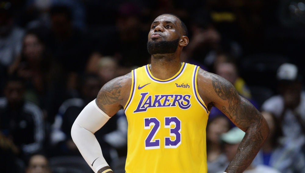 LeBron James, en su debut con los Lakers
