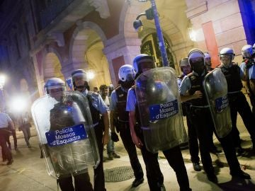 Mossos d'Esquadra protegen el Parlamento de Cataluña