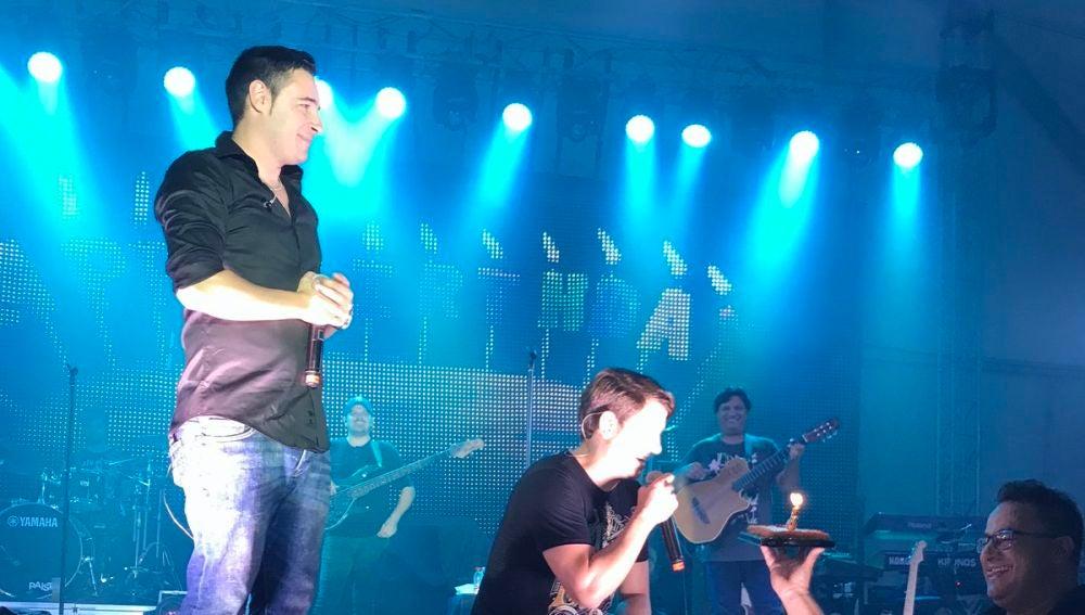 Andy y Lucas durante el concierto que ofrecieron en Órgiva, en Granada