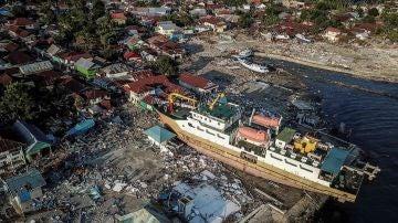 Fotografía aérea que muestra los daños causados por el terremoto y tsunami en Wani
