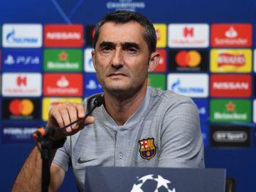 Ernesto Valverde, en rueda de prensa con el Barcelona