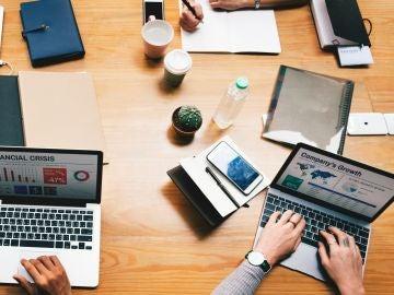 Reunión de directivos en una oficina