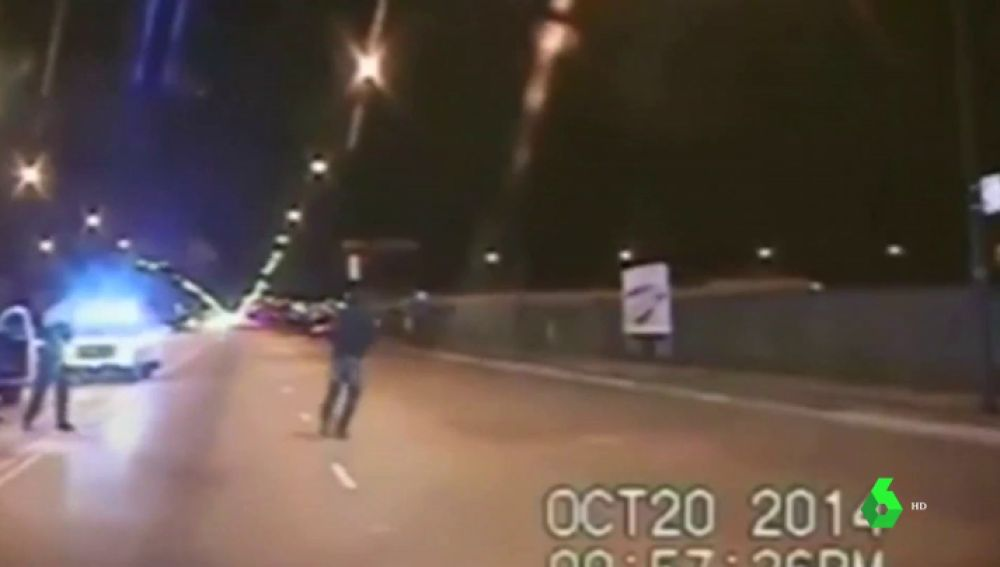 "Juzgan a un policía que acribilló a tiros a un joven negro en Chicago: ""Aun caído en el suelo, él no soltó el cuchillo"""