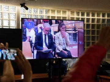 Los padres de Nadia en el primer día de juicio