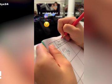 La inocencia de la hija de Cesc Fàbregas se hace viral al intentar escribir el nombre de su padre como suena