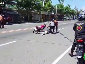 Finge un accidente de moto para proponerle matrimonio a su novia