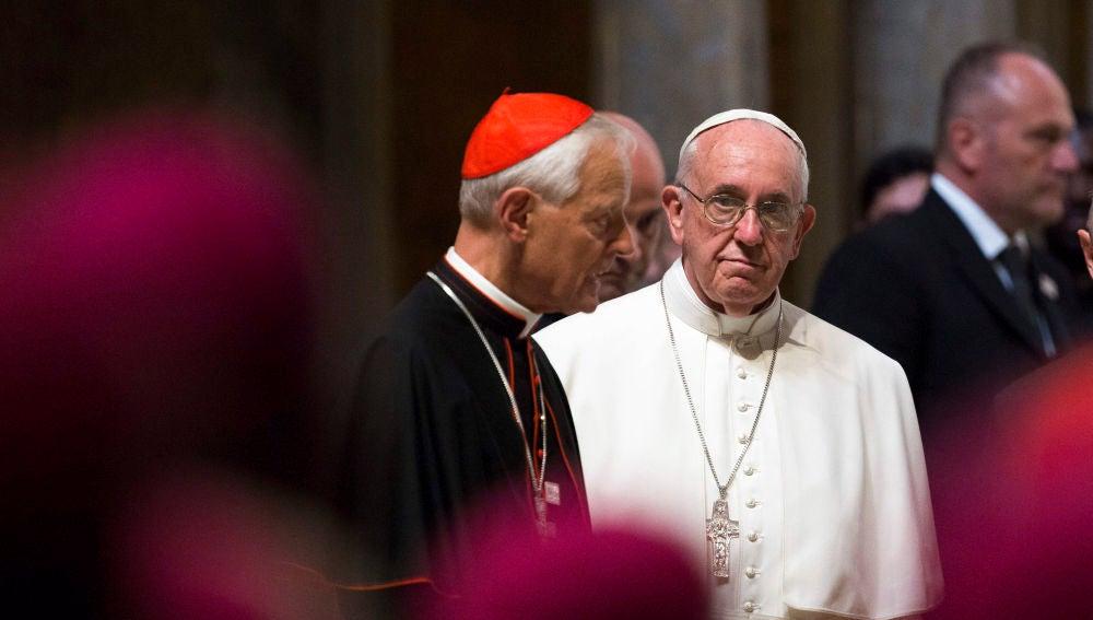 El Papa Francisco (dcha) en una misa con el cardenal Donald Wuerl