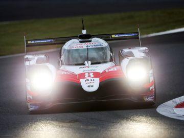 El Toyota de Fernando Alonso en pista