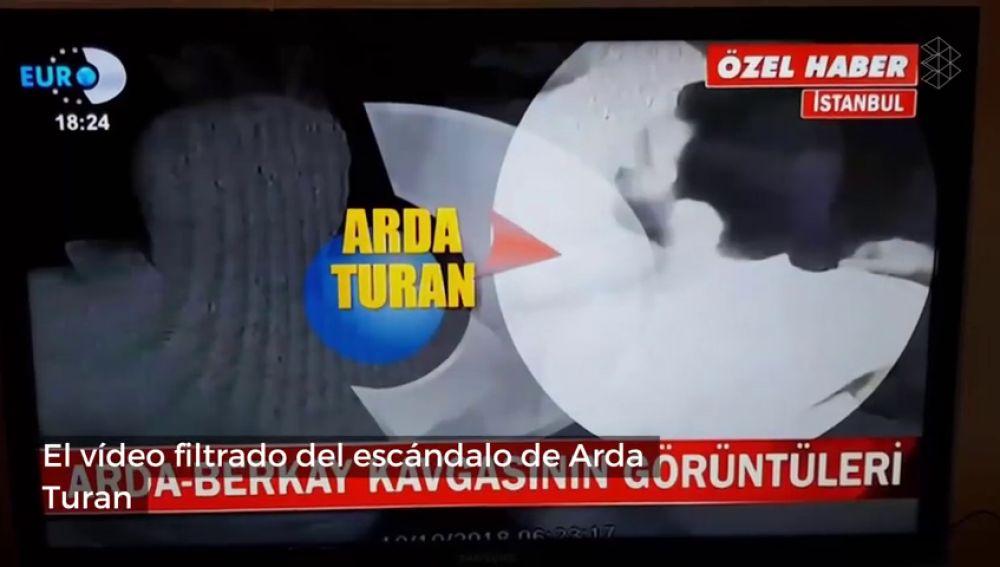 Se filtra el vídeo del escándalo de Arda Turan a un famoso cantante turco... y se ve la pistola