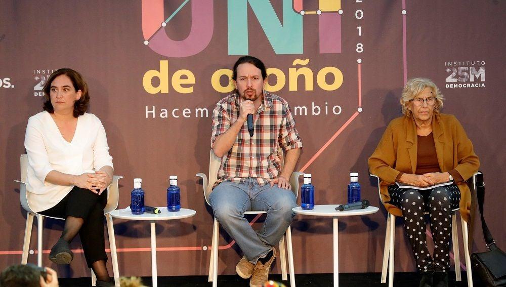 Carmena y Colau en un acto junto a Pablo Iglesias