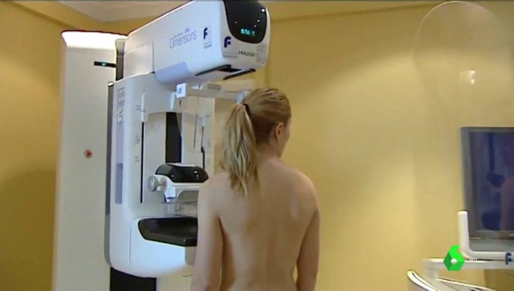 Diagnostican de cáncer a una periodista mientras hacía un reportaje en directo